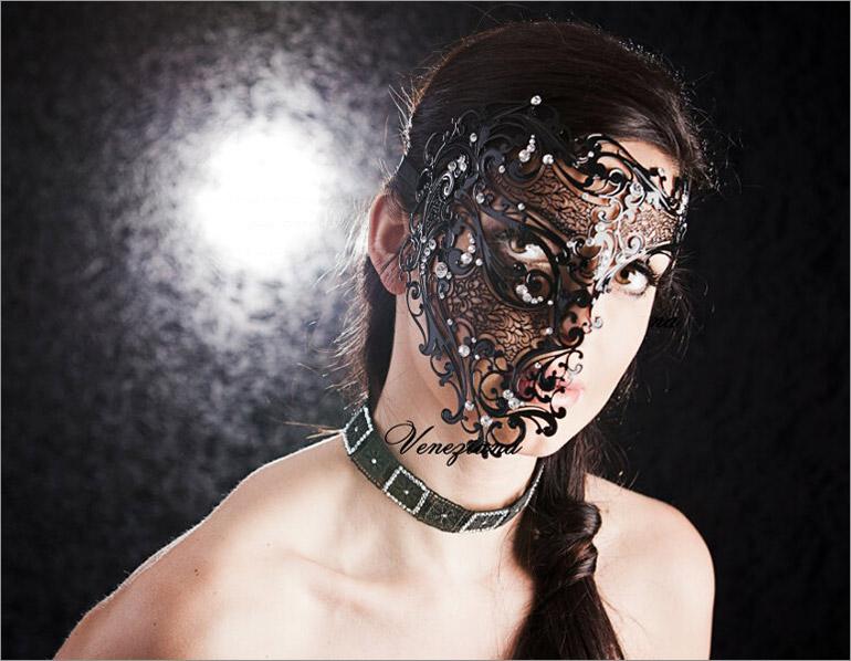 Luna Veneziana Luxury Venetian Mask - Fantasma